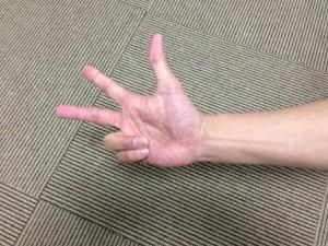 手の使い方が肩甲骨を歪める